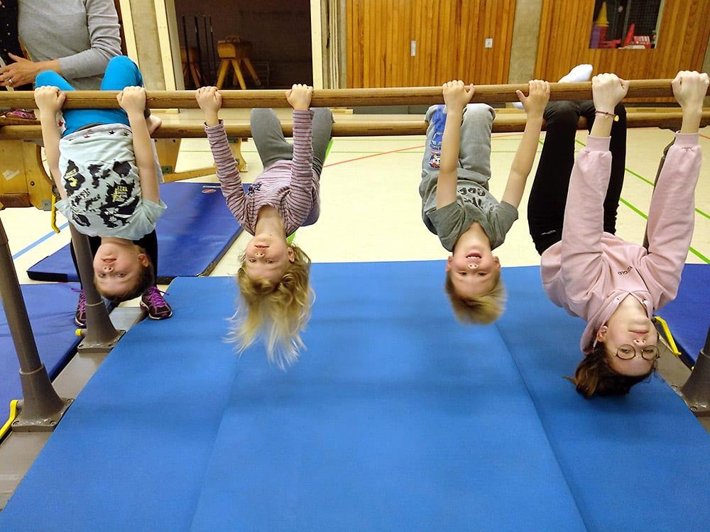 Eltern-Kind-Turnen beim TD Lank in der Turnhalle Stettiner Straße